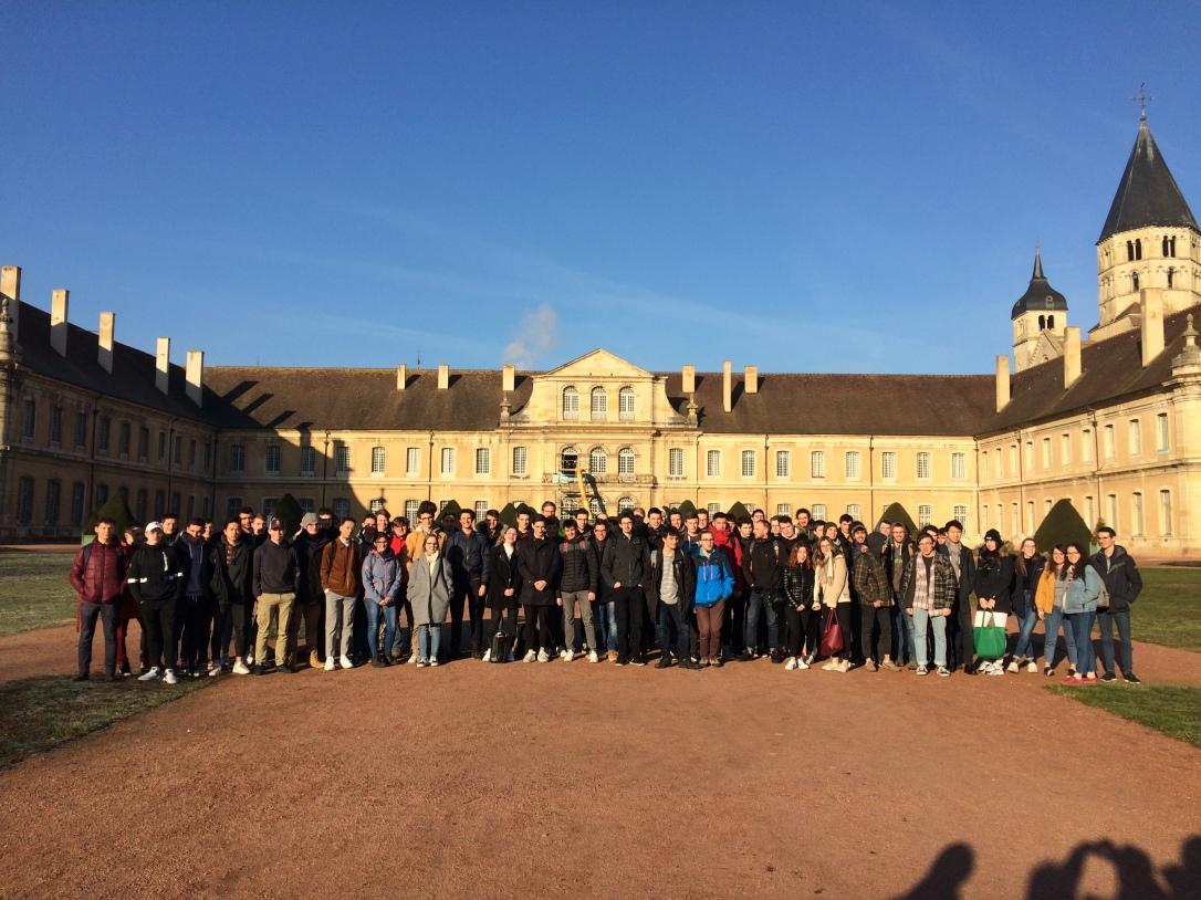 Photo des Étudiants de la prépa du lycée Vaucanson de Grenoble au site de Cluny des Arts et Métiers